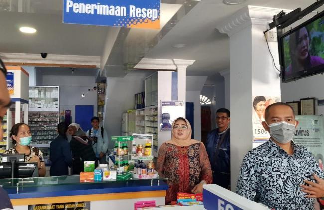 Ketua Komisi II DPRD Kabupaten Karimun Melakukan Sidak Ke Apotek