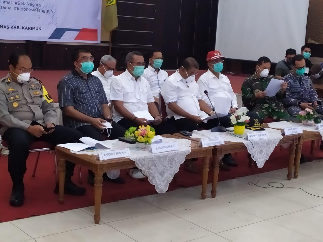 Ketua DPRD Karimun dan Bupati Karimun Vidcon Membahas Rapat Koordinasi Percepatan Penanganan Covid 19
