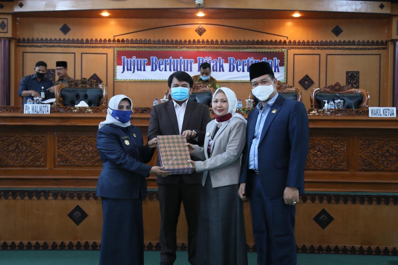 Plt. Wali Kota Sampaikan Ranperda Pertanggungjawaban APBD 2019