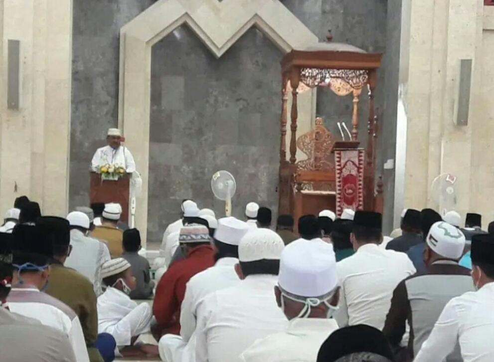 3 Pesan Penting Aunur Rafiq Saat Momentum Idul Adha di Masjid Agung Karimun