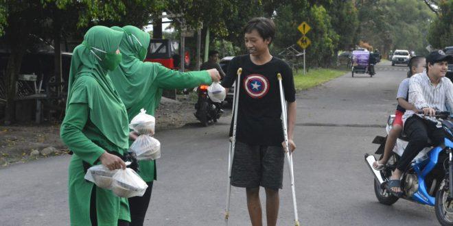Batalyon Arhanud 11 WBY Berbagi Takjil Kepada Masyarakat
